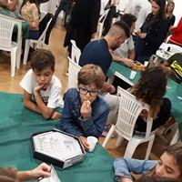 Tana dei goblin di Civita Castellana: ragazzi intenti a giocare abalone